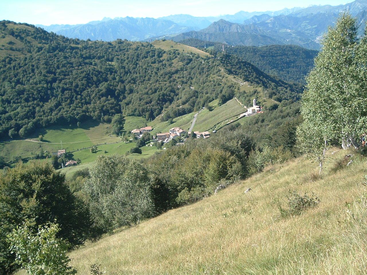 Il piccolo borgo di Salmeggia e la Passata