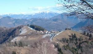 Dal pianoro sotto il monte Poieto verso l'Osservatorio Astronomico di Ganda