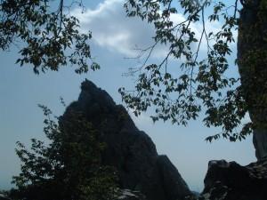 Il pilastro Longo visto da dietro, monte Cornagera, Aviatico