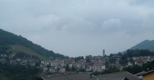 Selvino come un arco nella conca dell'Altopiano, Valle Seriana, Bergamo