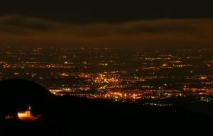 Dall'alto le luci sulla pianura bergamasca