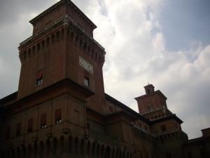 Il Castello degli Estensi nella sua fragile spettacolarità