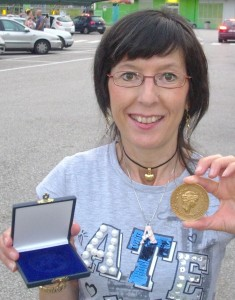 """Aurora Cantini con la medaglia del Presidente della Repubblica, X Edizione del Concorso Letterario Internazionale """"San Maurelio"""" Ferrara 2012"""