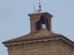 Particolare della Torre del Castello degli Estensi sbrecciata