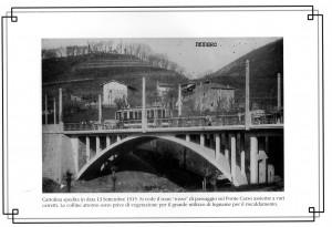Il tram sul ponte Carso tra contadini e carretti, 1955 Nembro Bergamo mondo contadino