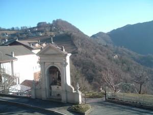 Angolo di Miragolo San Marco, Valle Brembana, con la cappelletta dedicata alla Vergine