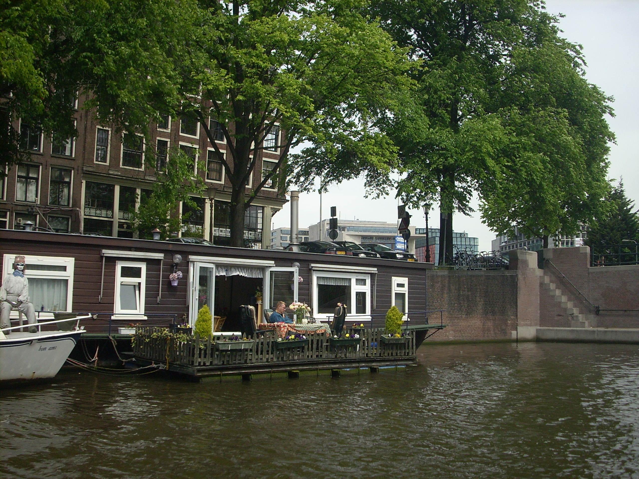 Vivere sull'acqua - case galleggianti ad Amsterdam
