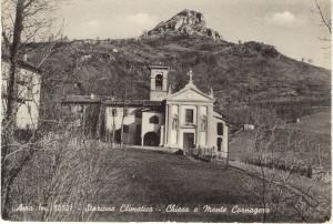 Cartolina d'epoca di Giuseppe Pino Bertocchi: la chiesetta di Ama, sul piano e subito sotto il tratto iniziale della mulattiera che conduceva giù, al borgo di Predale