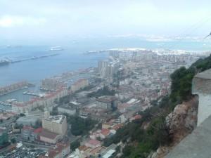 Dall'alto della Rocca di Gibilterra con la funivia sospesa al cielo