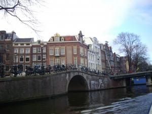 Amsterdam, 2007: una collana di biciclette nell'epoca delle comunicazioni globali