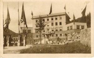 L'inaugurazione della Sciesopoli Selvino, 1935, cartolina di Giuseppe Pino Bertocchi