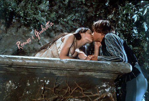 Giulietta dirà addio al suo Romeo?  La celebre statua è lentamente consumata dalle troppe carezze