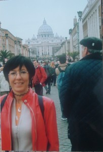 Via della Conciliazione e sullo sfondo l'altare per la Messa di Pasqua del 2004