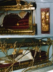Papa Giovanni XXIII nella teca in Basilica San Pietro