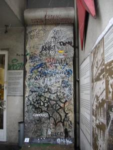 Un pezzo del Muro di Berlino, di Oscar Carrara