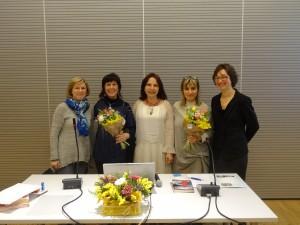 Voci di donne in poesia ad albino: da sinistra la direttrice della biblioteca Nives Colombi, Aurora Cantini, l'Assessore alla Cultura Emanuela Testa, Irma Kurti, Silvia Zanoni