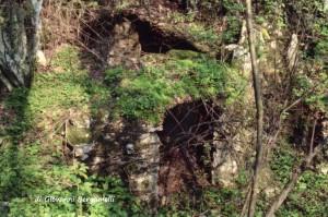 """La """"dolina carsica"""" in località Piazzo di Nembro dove venne depositata la tela della Madonna di Guadalupe"""