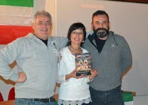 Aurora Cantini con Ivano Calvi e il fotografo della serata Ettore Ruggeri