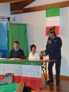 Il sindaco di Aviatico, l'autrice Aurora Cantini e il coordinatore ANA della zona 13, Sezione di Bergamo