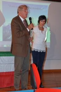 Il Presidente dell'Associazione Familiari Caduti e Dispersi in guerra sezione di Bergamo con Aurora Cantini