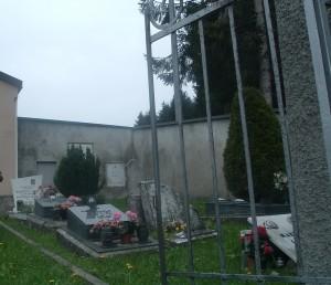 Foto 18 Interno del piccolo cimitero