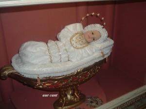 Foto 9 La statua della Maria Bambina nella culla