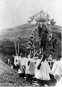 foto 16 La Madonna Assunta in processione vecchia foto