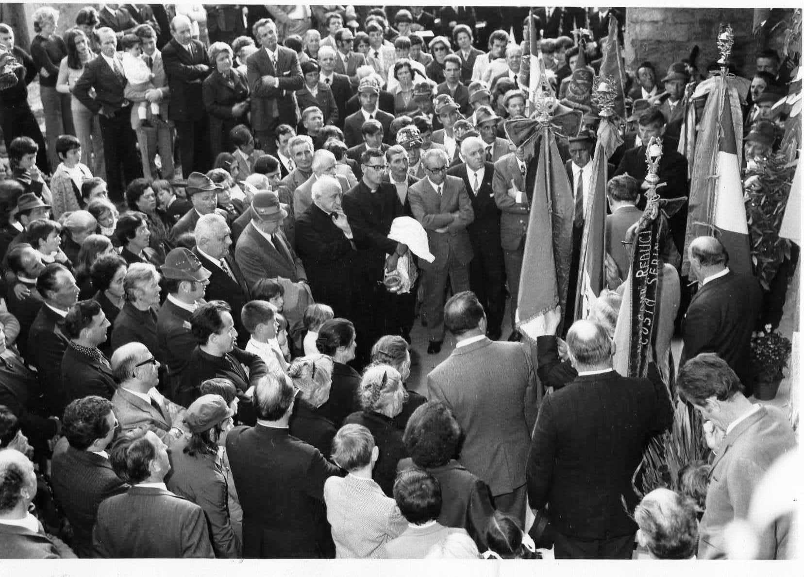Inaugurazione della targa sulla facciata della casa dove nacquero i 4 combattenti Carrara ad Amora Bassa l'8 ottobre 1972