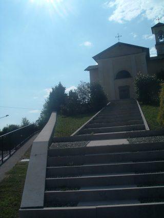 FOTO 5 Scalinata che conduce alla chiesetta di San Rocco Aviatico