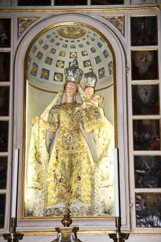 La Madonna del Rosario vestita di Amora, Aviatico, in tutta la sua lucente bellezza ritrovata.