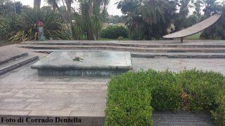 La tomba di Giacomo Manzù ad Ardea, per gentile e personale concessione di Corrado Dentella, con l'approvazione di Inge Manzù, agosto 2016