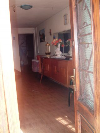 Il corridoio di ingresso della casa presa in affitto da Manzù quando soggiornava ad Aviatico