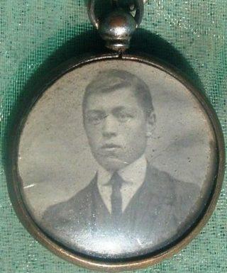 Carrara Fermo Antonio in una foto prima della chiamata al fronte, medalgione conservato fino alla morte dalla sorella maggioe Lugarda