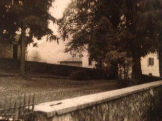 FOTO 13 -Scorcio del giardino antistante casa Piccinini, della famiglia Ligato, Pradalunga