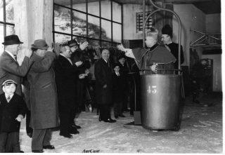 Inverno 1963, il Vescovo Gaddi prima Bidonvia Poieto con don Gritti Parroco di Aviatico
