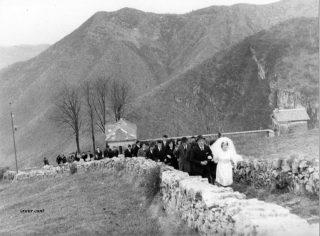 Sposa lungo la mulattiera, Amora frazione di Aviatico: 26 dicembre 1964