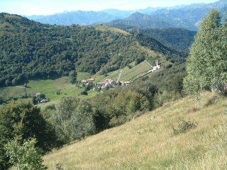 FOTO 8 Il piccolo borgo di Salmeggia e la località Passata