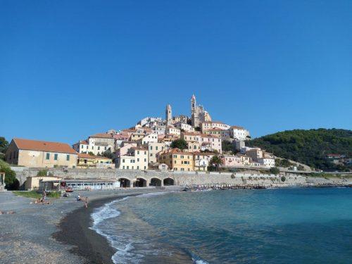 Il borgo di Cervo, un sogno sull'azzurro del mar Ligure