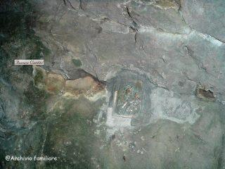 La Mdonnina russa nella roccia della Cornagera