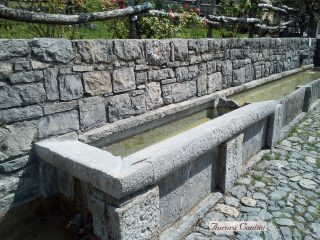 Il lungo lavatoio, antico borgo di Arnosto