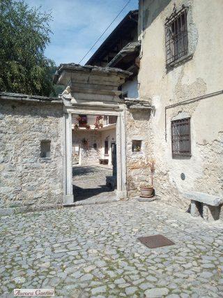Serie di archi, antico borgo di Arnosto