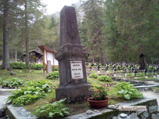 La fossa comune dei Militi Ignoti dell'impero austro-ungarico a Sorgenti