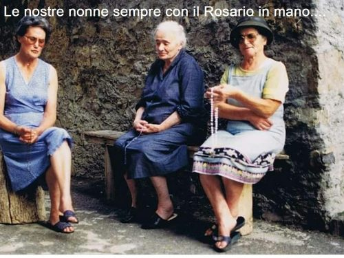 Le nostre nonne sempre con la corona del rosario in mano…una corona contro il coronavirus