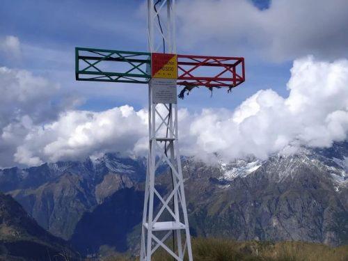 La croce sul Monte Sasna dedicata al Camoscio di Mario Merelli e alle vittime del Covid