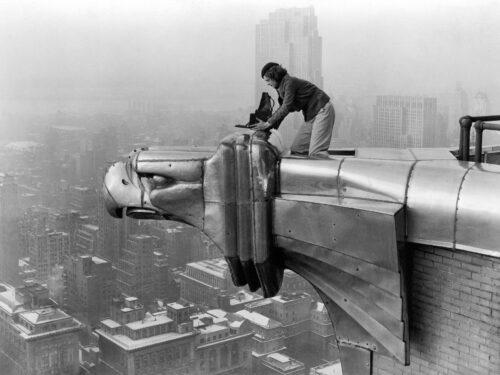 Margaret Bourke-White prima donna fotografa a entrare nell'ex URSS e a salire sui gargoyle del Chrysler
